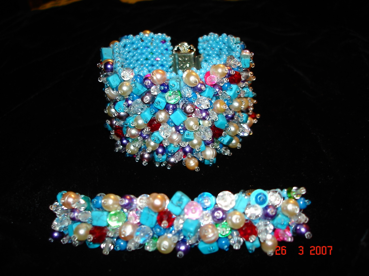 http://skaz1.com/beads/PC-Braslet_i_zakolka_v_stile_kitch2007.jpg