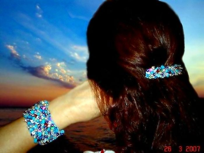 Из бисера можно делать не только украшения для себя, из него можно сотворить прекрасные подарки для...